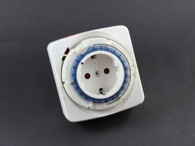 T01_mechanical_time_switch_compressed_1280